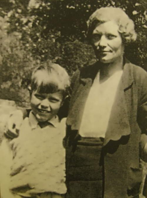 gerald durrell 1925 1955 famous naturalist and Corfu trilogy  childhood moulded by these things' new york times born in india in 1925, gerald durrell settled  he grew up to be a famous naturalist,.