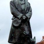 Sculpture of Robert Scott at the docks in Portsmouth