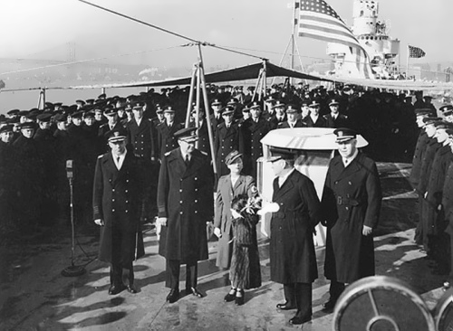 During the war, Mitchell worked in the Red Cross. In the photo - a visit to a military ship in 1941