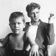 Robert De Niro Jr at age 3 with his father - Robert De Niro Sr, 1946