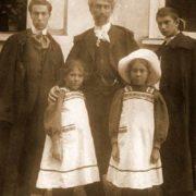 Leonid Osipovich Pasternak with children, 1908