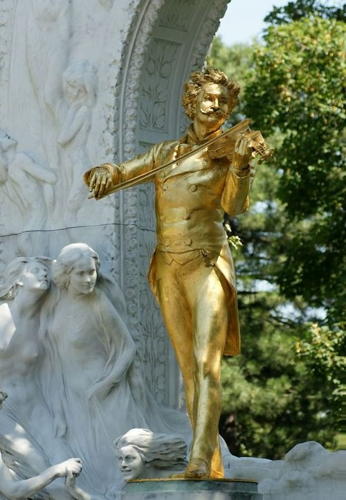 The monument to Strauss in the Vienna City Park