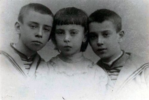 Vaslav, Bronislava and Stanislav Nijinsky as children, 1897