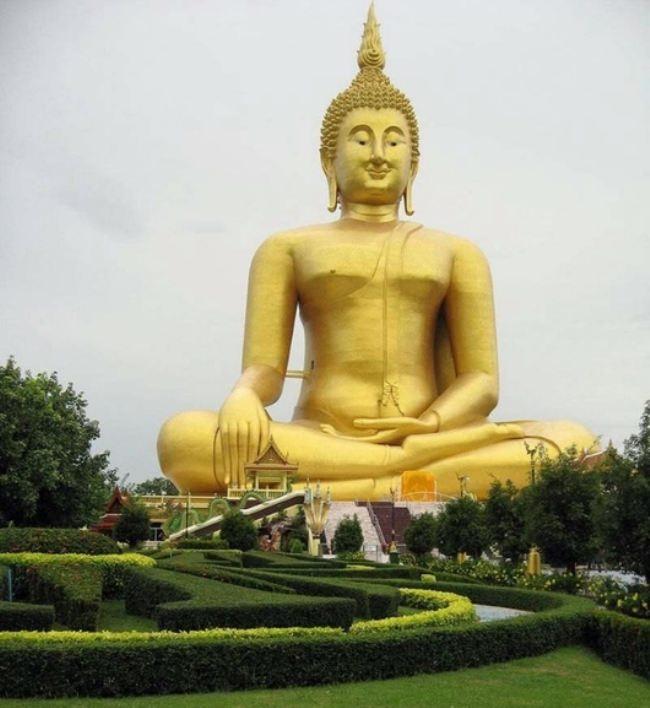 Buddha statue in Ang Tong, Thailand