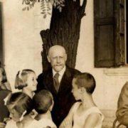 Janusz Korczak with children