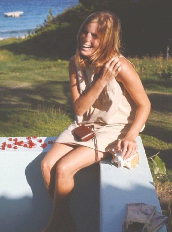 Attractive Linda McCartney