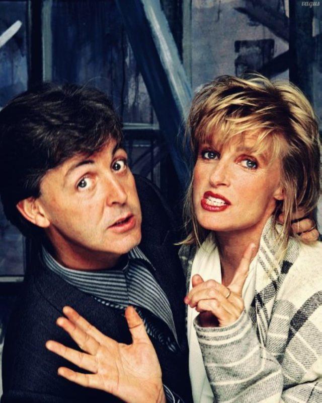 Attractive Linda and Paul McCartney