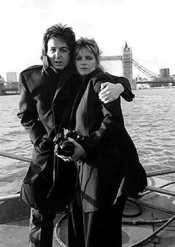 Cute Linda and Paul McCartney