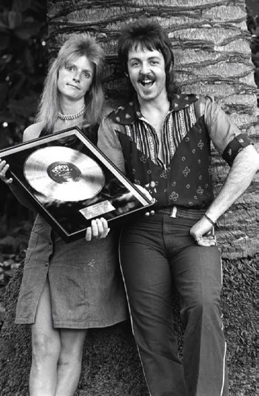 Gorgeous Linda and Paul McCartney