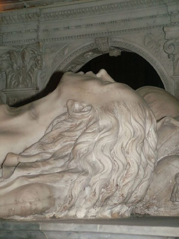 The tomb of Anne and Louis XII in Saint Denis; image of the queen