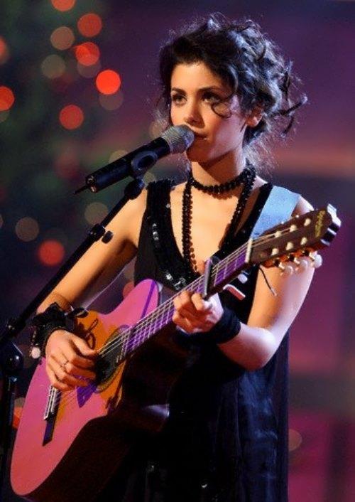 Katie – bright singer