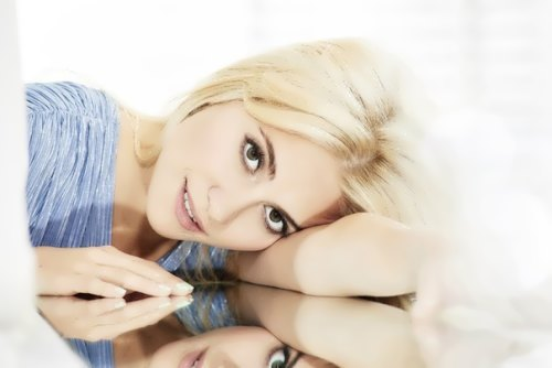 Victoria Louise Lott - British singer-songwriter