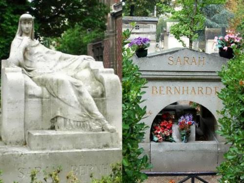 The grave of Bernhardt