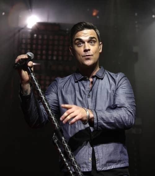 Robbie – bright British singer