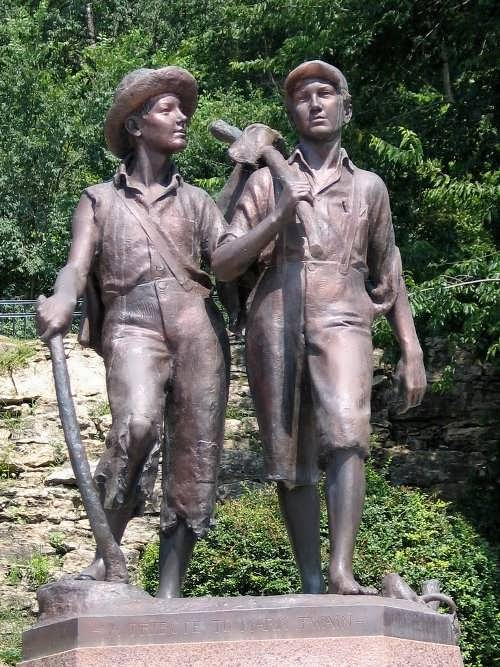 The bronze statue of Tom and Huck was created by Frederic Hibbard in 1926.