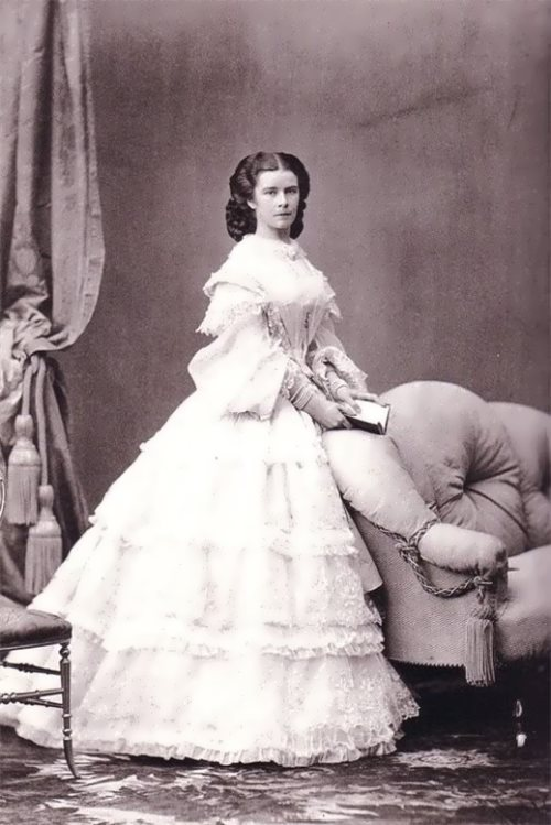 Sissi with a book, 1860
