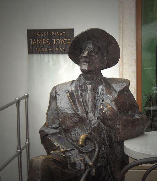 Bronze statue of Joyce in Pula, Croatia