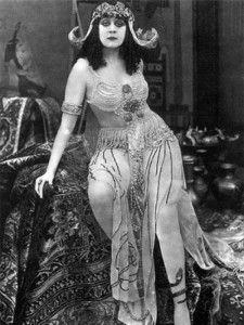 Theda Bara in the film Cleopatra, 1917 (silent movie)