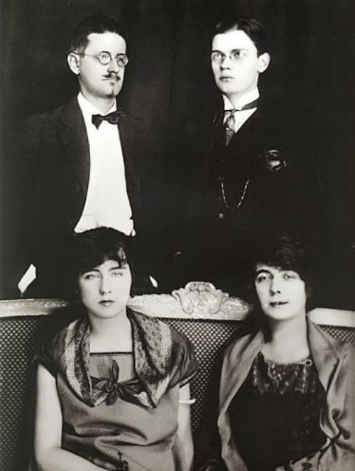 Family photo of Joyce and Nora Barnacle, his son Giorgio and his daughter Lucia