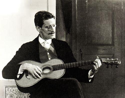 Joyce with the guitar, Trieste, 1915