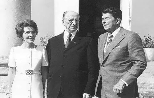 President Eamon de Valera, Ronald Reagan, Governor of California, and his wife Nancy Reagan, at Aras an Uachtarain