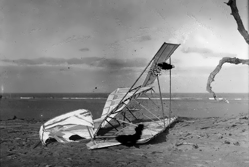 Crashed glider, October 10, 1900