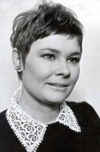 Judi Dench – elegant woman