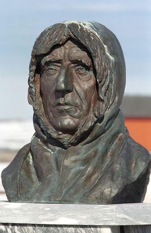 Monument to Amundsen in Ny-Ålesund