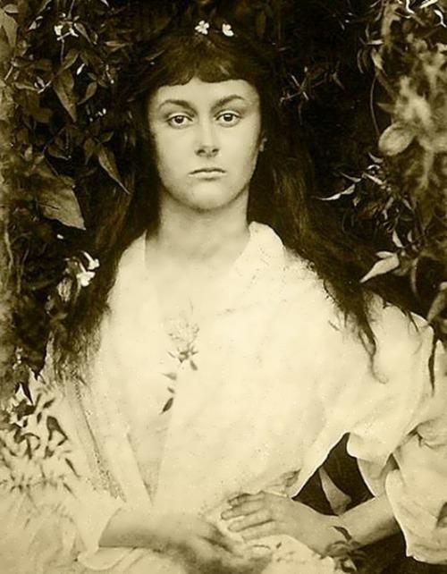 Alice Liddell. Photographer Julia Margaret Cameron, 1872