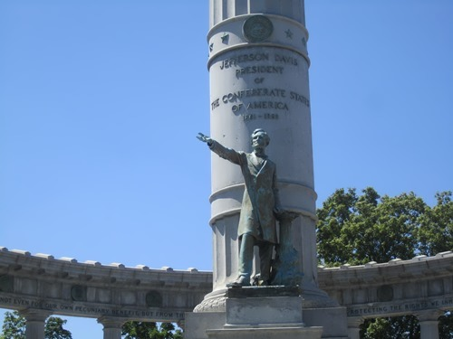 Monument to Davis in Richmond