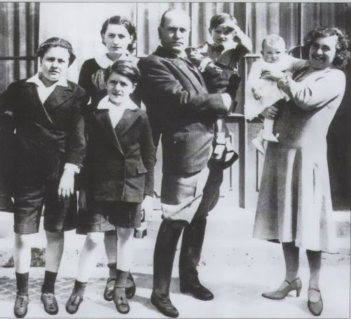 Mussolini and his family