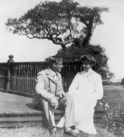 Roosevelt with his future wife - Eleanor