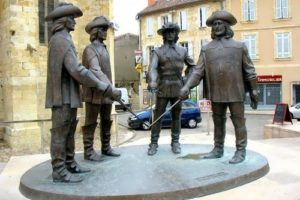 Monument to Three Musketeers
