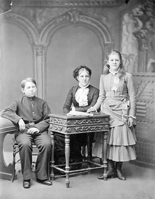 Anna Snitkina with children