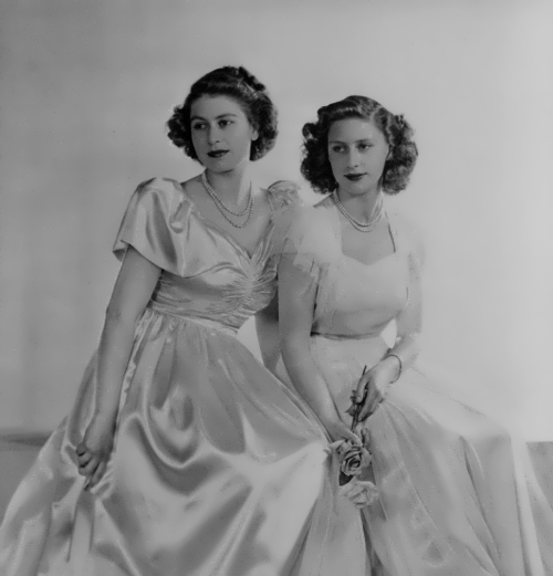 Elizabeth and her sister Margaret, 1946