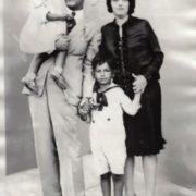 Capablanca, his wife Gloria and their children, 1927