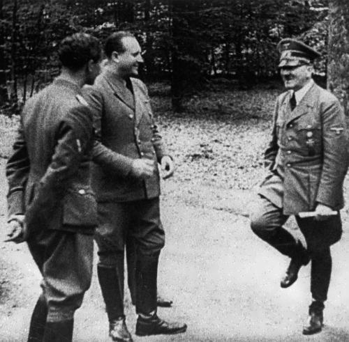 Adolf is dancing. October 1940