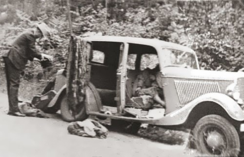 Bonnie and Clyde after the shooting