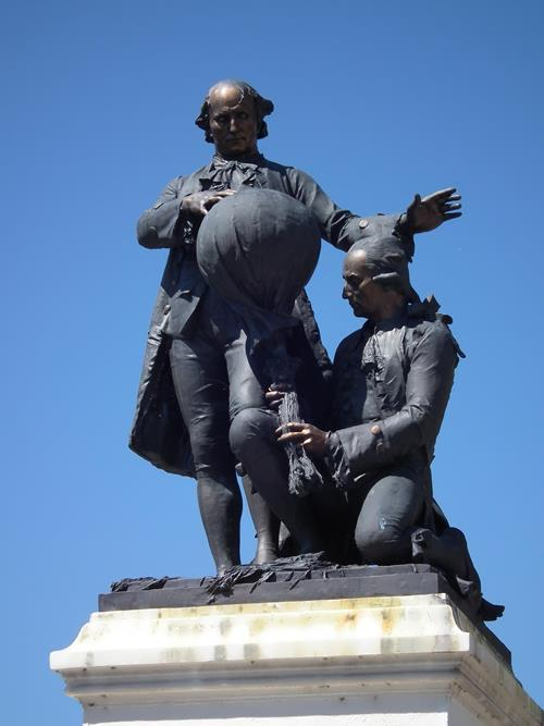 Monument to Montgolfier brothers
