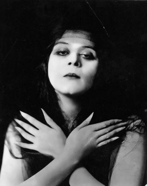 World Of Faces Theda Bara 2