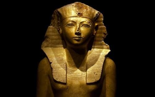 Limestone sculpture of Hatshepsut in the Art Metropolitan Museum in New York