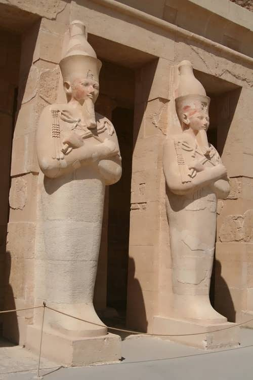 Paired statues of Hatshepsut in front of the temple in Deir el-Bahri