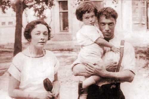 Boris Pasternak and Evgenia Lurie with a child
