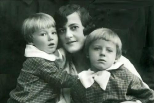 Zinaida Neuhaus with children