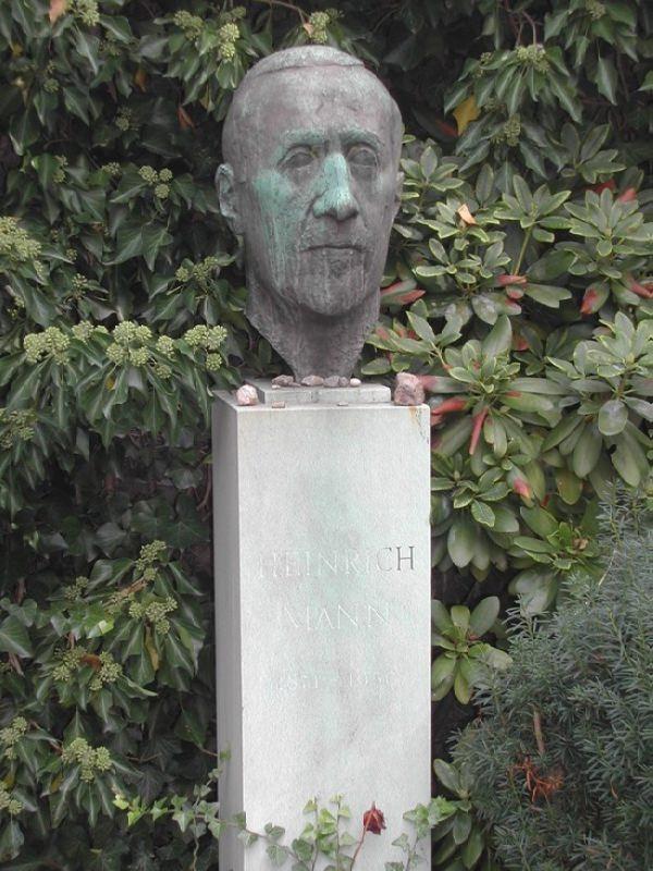 Bust of Heinrich Mann