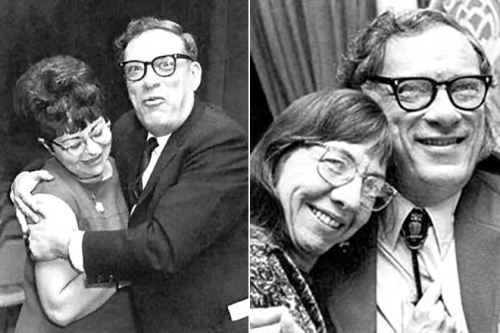 Isaac Asimov with Gertrude Blugerman (left) and Janet Jeppson (right)
