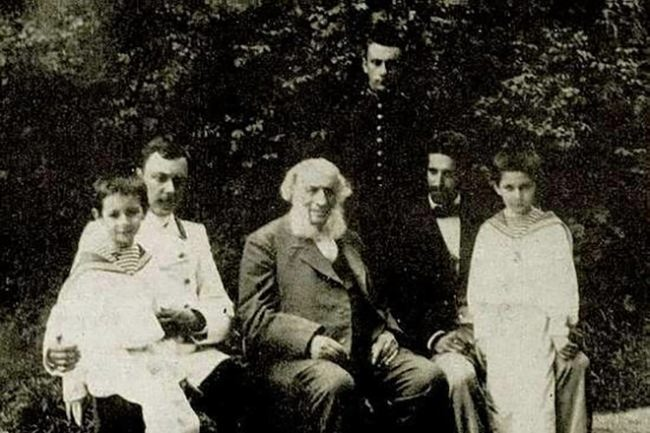 Ivan Aivazovsky with his grandchildren