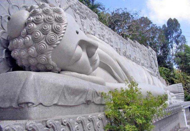 Lying Buddha in Vietnam