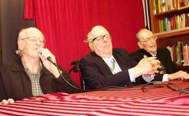 Ray Harrihausen, Ray Bradbury and Forrest J. Eckerman are three legends of the fantasy world. 2008