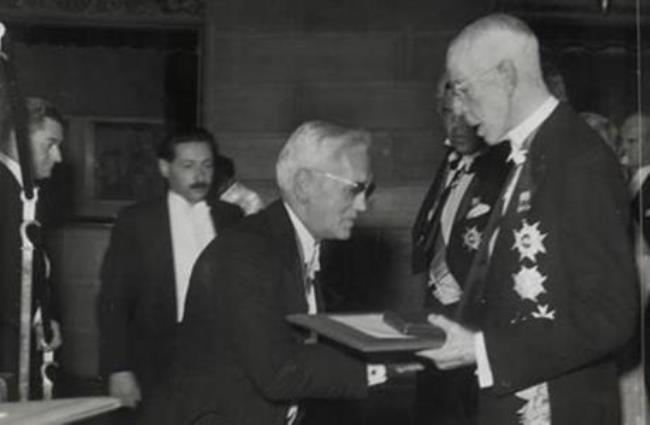 Fleming receives the Nobel Prize. 1945